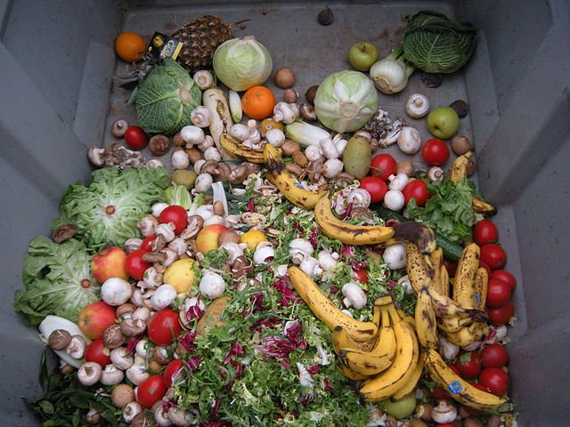 640px-Trashed_vegetables_in_Luxembourg
